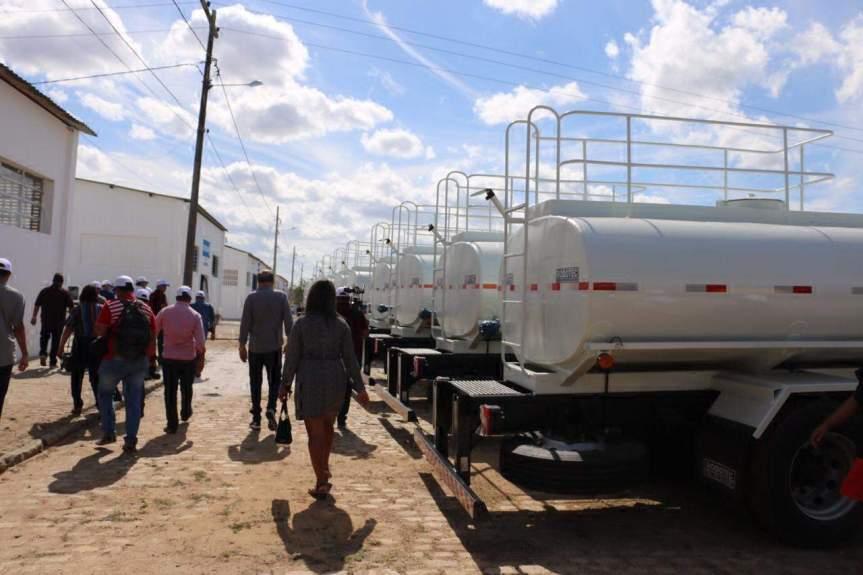 entrega veículos codevasf em propriá para municípios sergipanos (5)[6185]